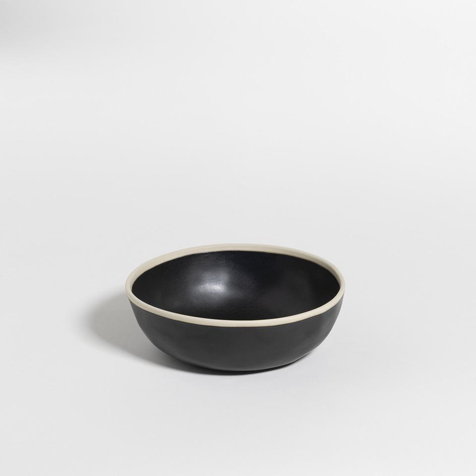 atelier - large bowl black pepper