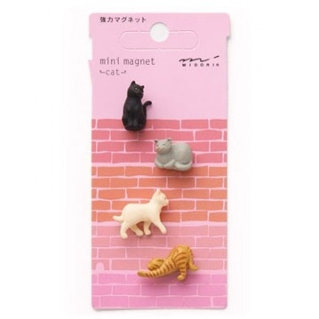 Mini magnet cat